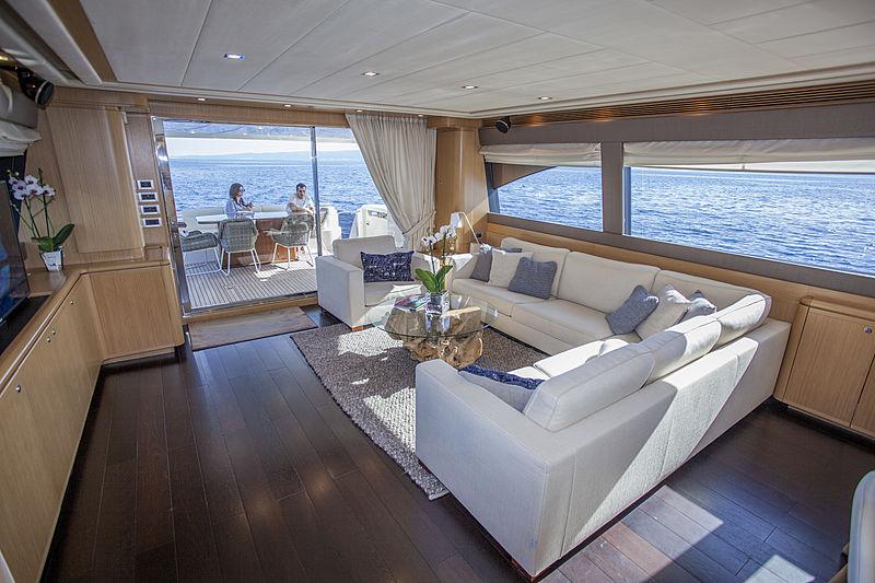 Yoyita yacht saloon
