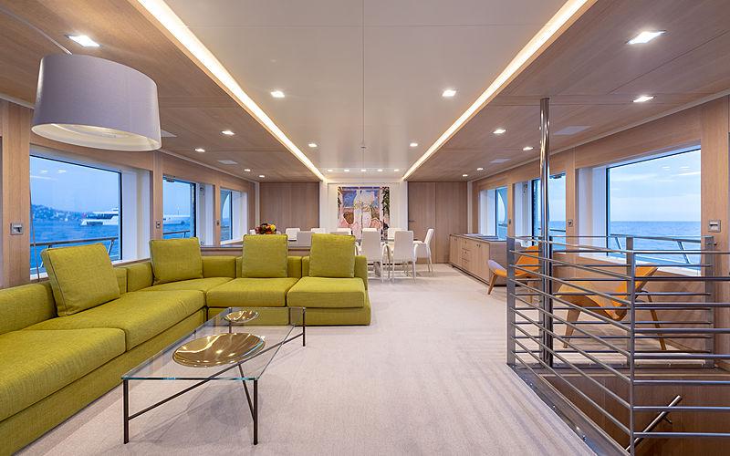 Robbie Bobby yacht saloon