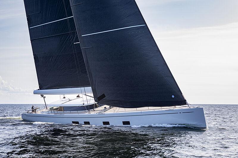 Canova yacht sailing