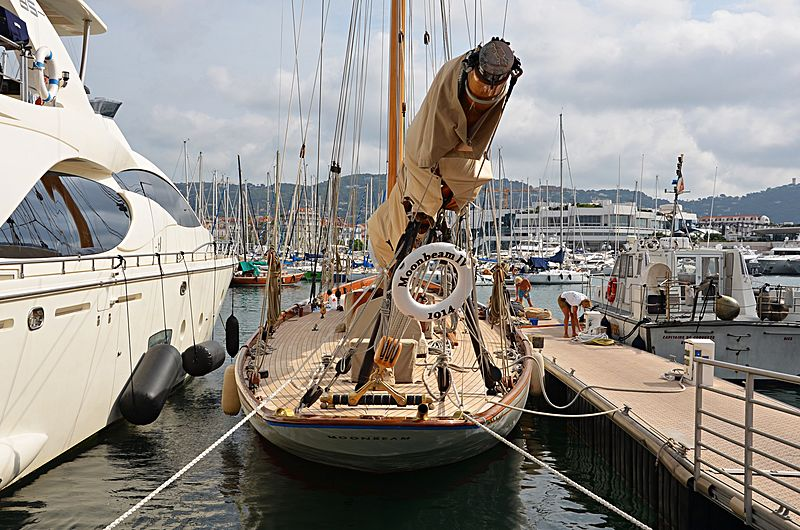 Moonbeam IV yacht in Cannes