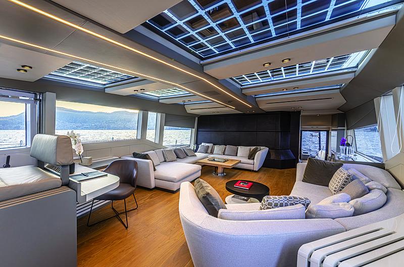 Mini K yacht saloon