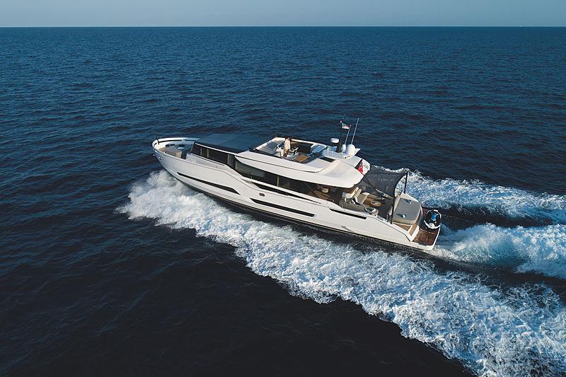Mini K yacht cruising