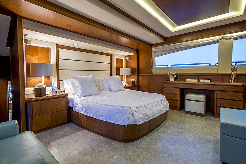La Rubia yacht stateroom