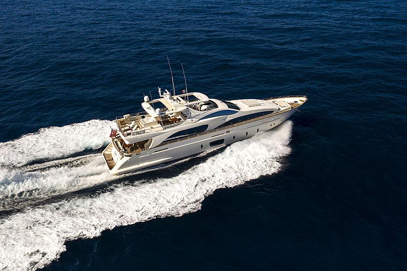 La Rubia yacht cruising