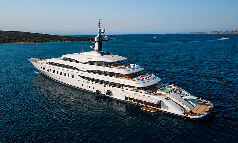 IJE yacht by Benetti at anchor