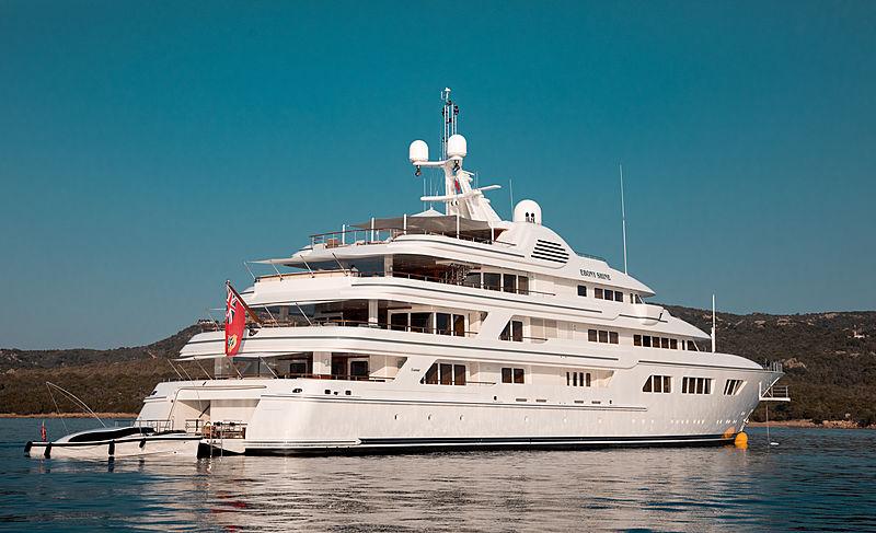 Ebony Shine yacht anchored off Cala di Volpe