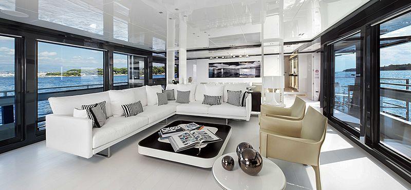 Yacht Jurata saloon