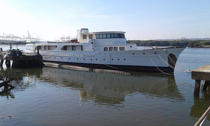 Uthingo yacht in marina