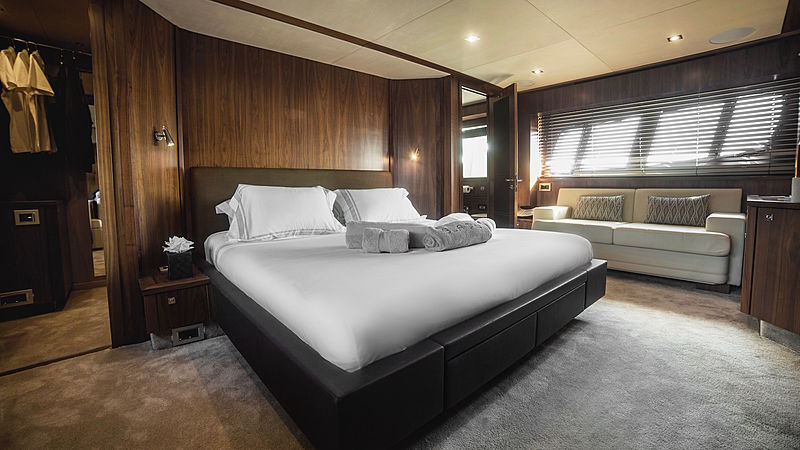 Blade 6 yacht stateroom