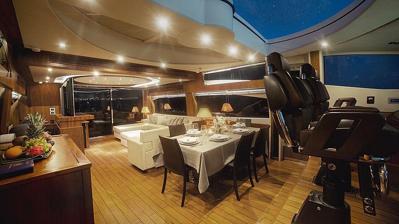 Blade 6 yacht saloon