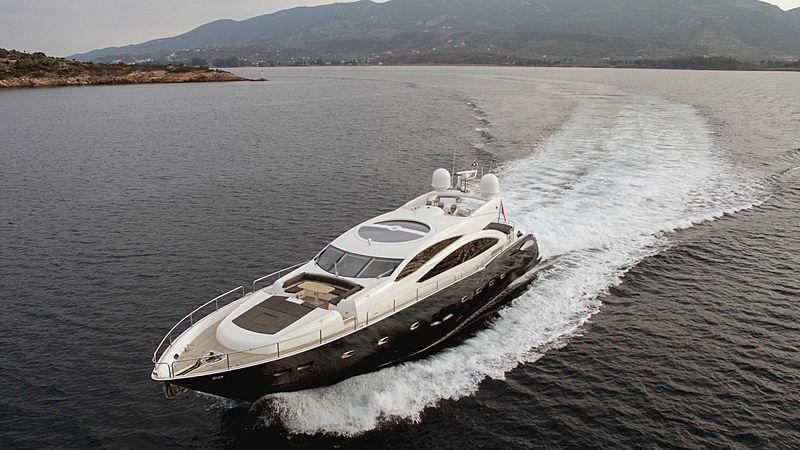 Blade 6 yacht cruising