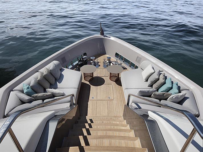 SanLorenzo SD96 yacht foredeck