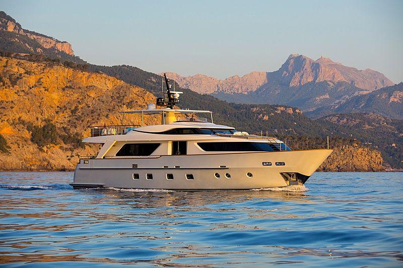 Magnum yacht brochure