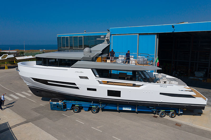 Arcadia Sherpa XL/01 yacht launch