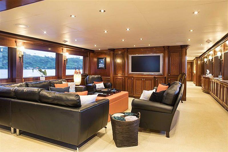 Playpen yacht Saloon