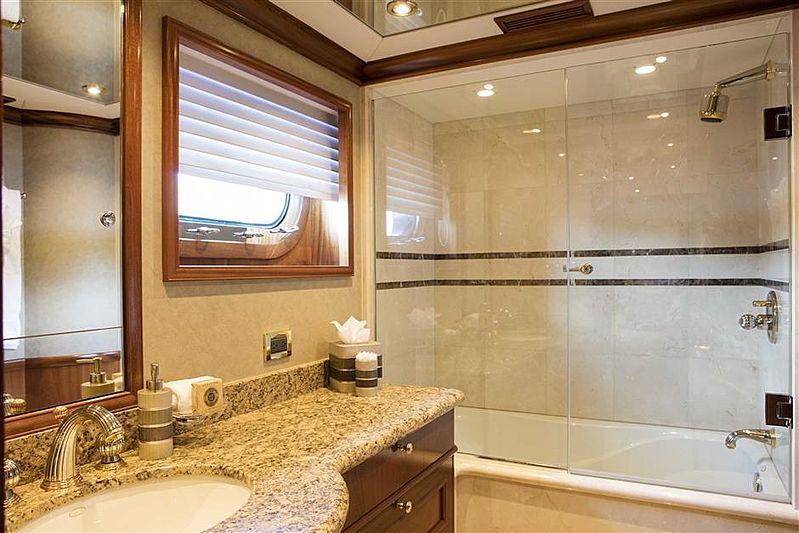 Playpen yacht Bathroom