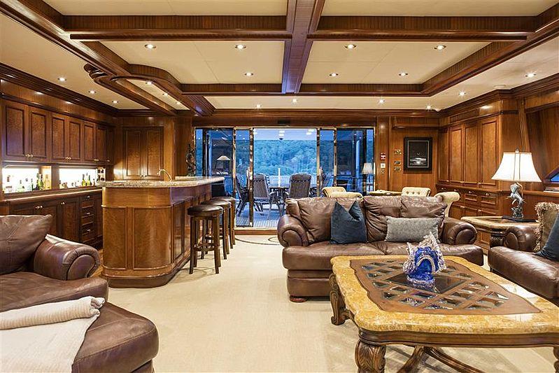 Playpen yacht Saloon and Bar