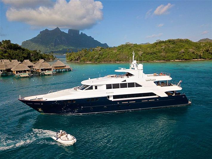 Playpen yacht Anchored