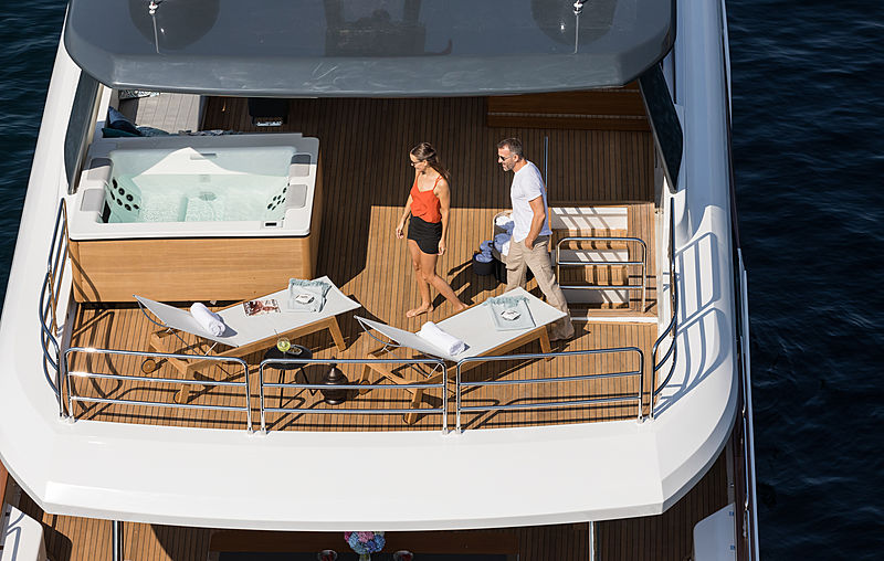 Sirena 88 RPH yacht deck and jacuzzi aerial