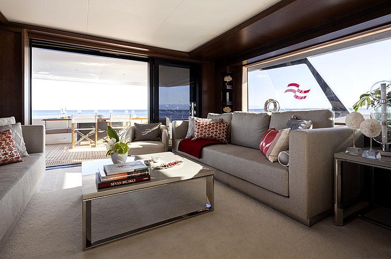 Sirena 88 RPH yacht saloon