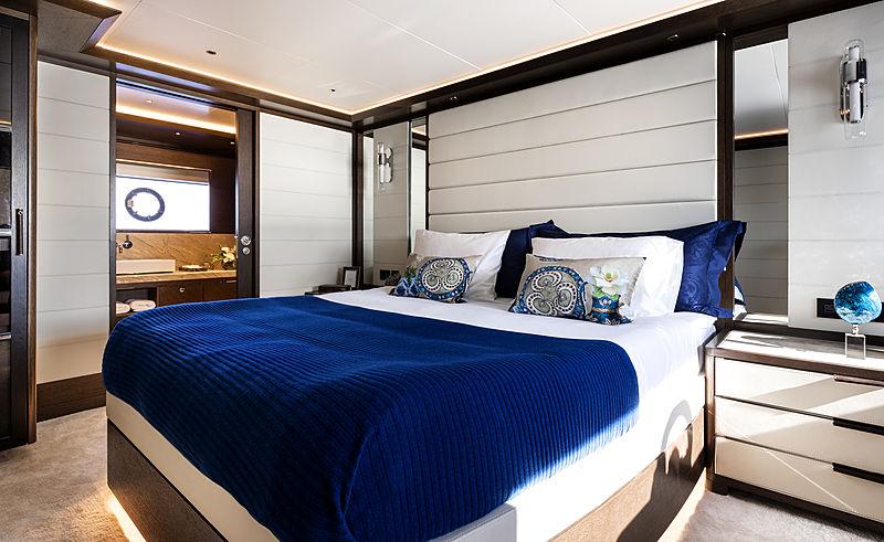 Sirena 88 RPH yacht stateroom