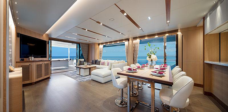 Horizon FD87/11 yacht saloon