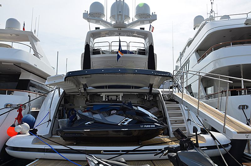 Pure One yacht in Port Canto