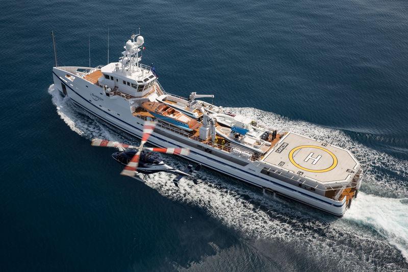 Garcon yacht cruising