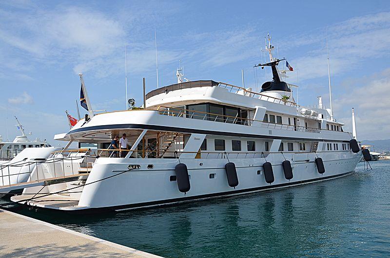 Sanoo yacht in Port Canto