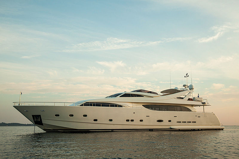 Tacos Of The Seas yacht by Ferretti