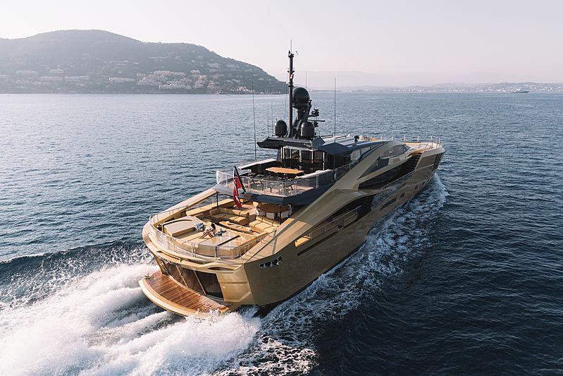 Khalilah yacht running