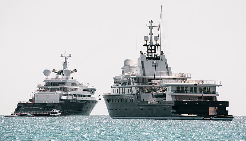 Le Grand Bleu and Octopus yacht off Antibes