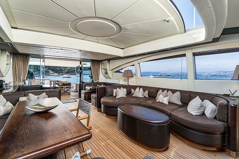 Delhia yacht saloon