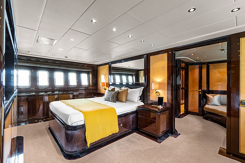Delhia yacht stateroom
