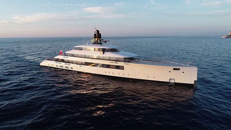 Syzygy 818 yacht cruising