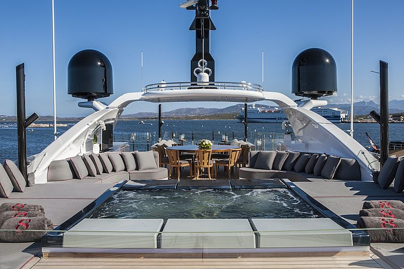 Eight yacht jacuzzi