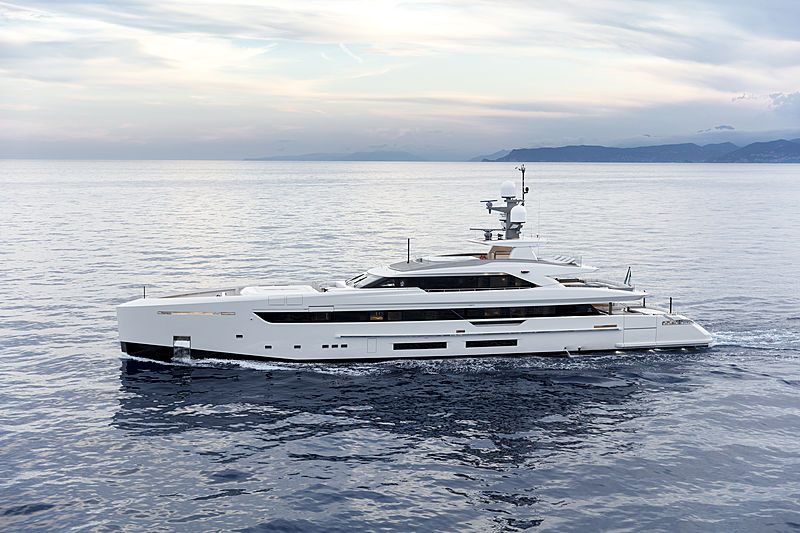 Bintador yacht running