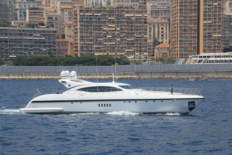 BO yacht Overmarine